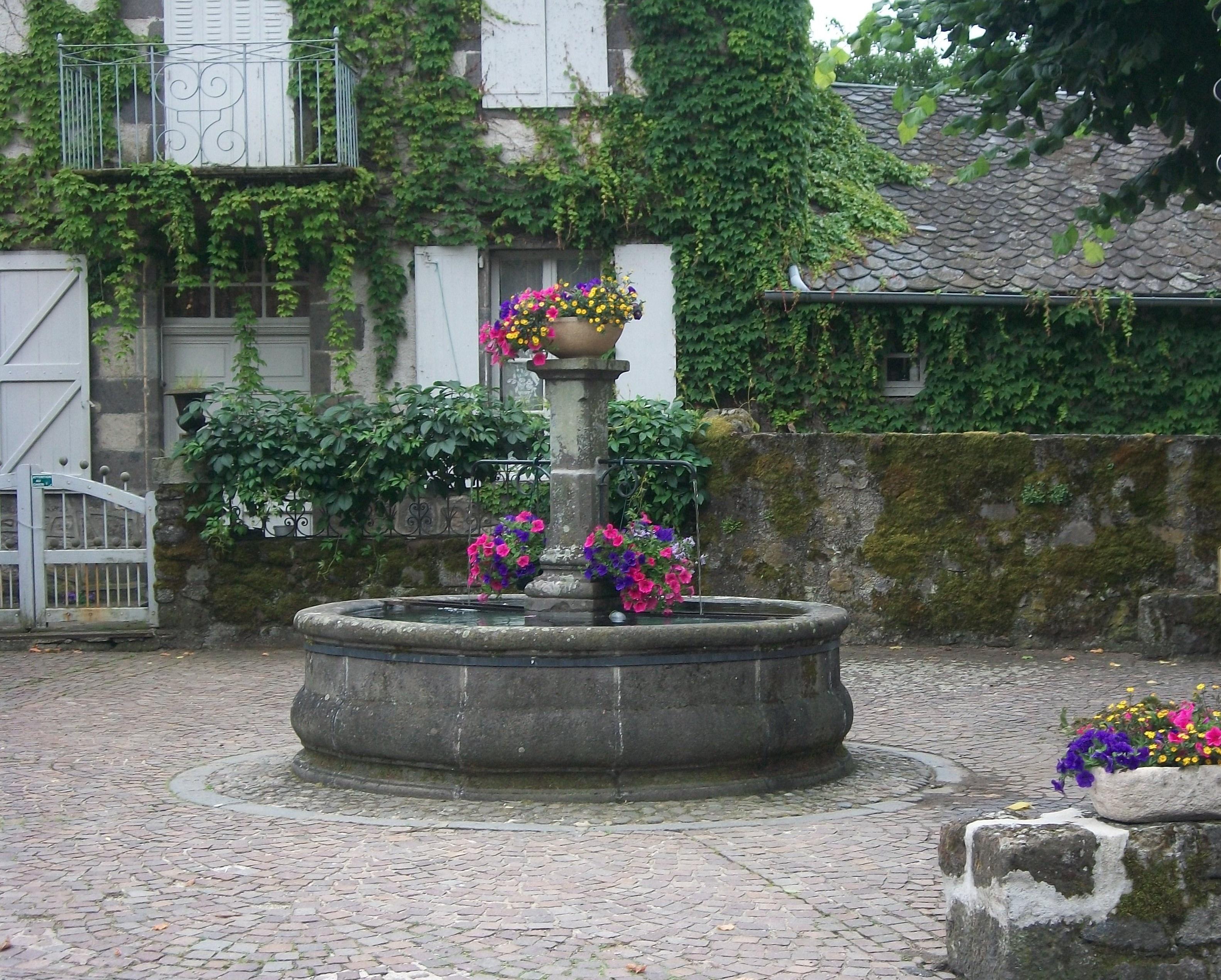 La Place de St Chamant